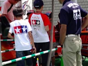 2次予選の車検に並ぶレーサー達の様子