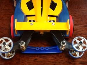 補助プレートを活用してボディとシャーシをつなげた改造