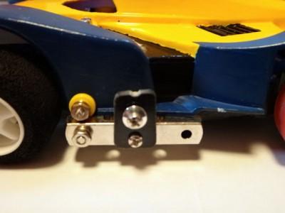 ボディ側面の両側に固定したマスダンパー