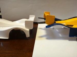 改造したブラストアローとオリジナル版のボディを比較したところ(後部側面)