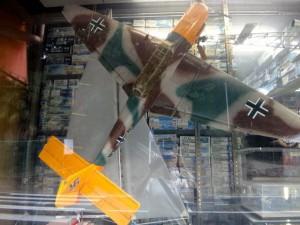大きな飛行機の模型