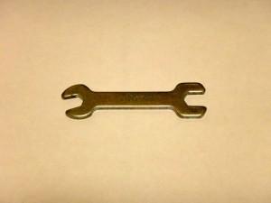 ミニ四駆で使用する金属製の簡易スパナ