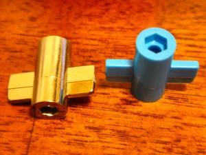 ミニ四駆で使用するプラスチック製の簡易スパナ