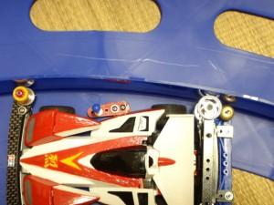 コーナーでスライドダンパーが機能しているところ
