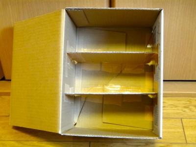 ゆうパックの箱の内側に②と③のフタを貼り付けたところ2