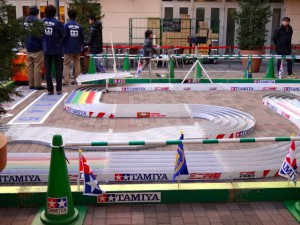 ミニ四駆ジュニアカップ・トレッサ横浜杯2013[秋]のコース「ハイパーシャークサーキット2013」の様子その3