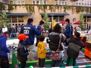 ミニ四駆ジュニアカップ・トレッサ横浜杯2013[秋]大会運営するスタッフの様子その1