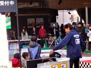 ミニ四駆ジュニアカップ・トレッサ横浜杯2013[秋]大会運営するスタッフの様子その3