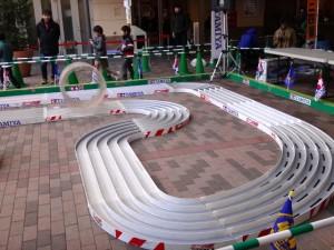 ミニ四駆ジュニアカップ・トレッサ横浜杯2013[秋]のコース「ハイパーシャークサーキット2013」の様子その4