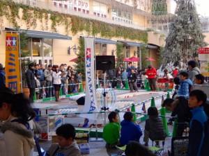 ミニ四駆ジュニアカップ・トレッサ横浜杯2013[秋]開始を告げる様子