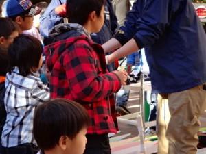 ミニ四駆ジュニアカップ・トレッサ横浜杯2013[秋]で2次予選出場チケットを受け取った子供