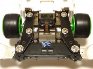 ライジングエッジ(MSシャーシ)へのフロントワイドスライドダンパーの取り付けに使用したFRPプレート