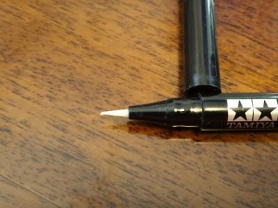 使い続けて少し曲がりはじめたオイルペンのペン先