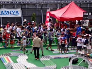 レースに出るために並んでいるレーサーたちの様子その2