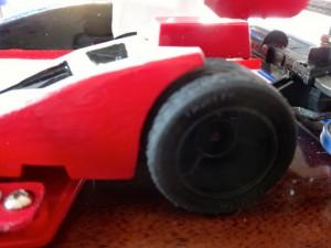 フルカウルミニ四駆のボディとタイヤ