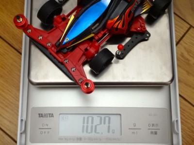 ダイナホークGX(スーパーXXシャーシ)の重さを量っているところ