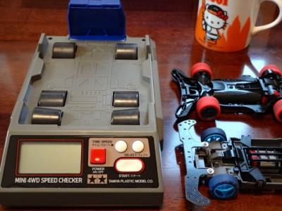 スピードチェッカーと2台の計測用ワークマシン