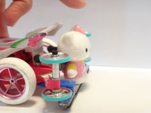 おもちゃの人形から手を放したところ