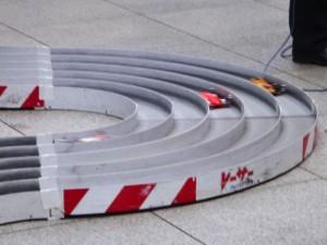 ミニ四駆グランプリ2014のコースを走るミニ四駆その1