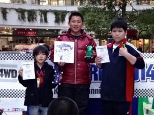 ミニ四駆グランプリ2014東京大会の表彰台(ジュニアクラス)