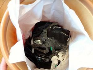 ゴミ箱に捨てた3レーシングのカーボンパーツ