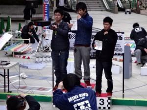 ミニ四駆の公式大会の表彰台(チャンピオンズ)