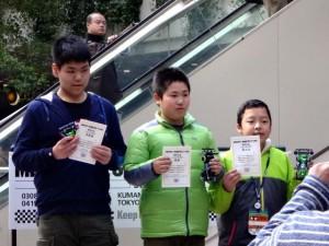 ミニ四駆の公式大会の表彰台(ジュニアクラス)
