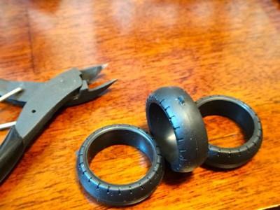 タイヤの切れ端はニッパーで切る