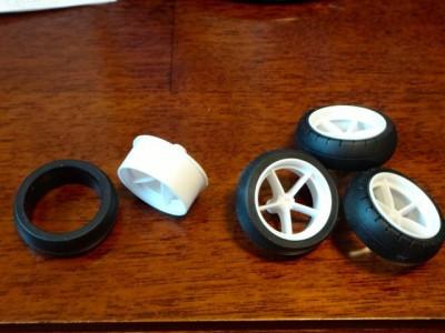 ホイールにタイヤを入れて車輪を作る
